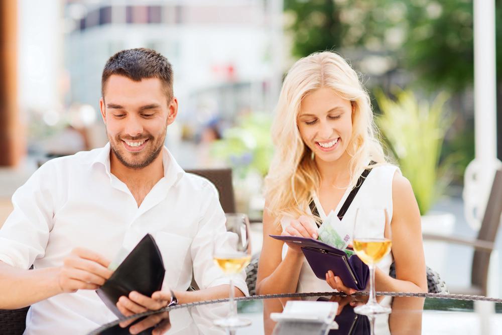 independenta financiara femei cine plateste consumatia