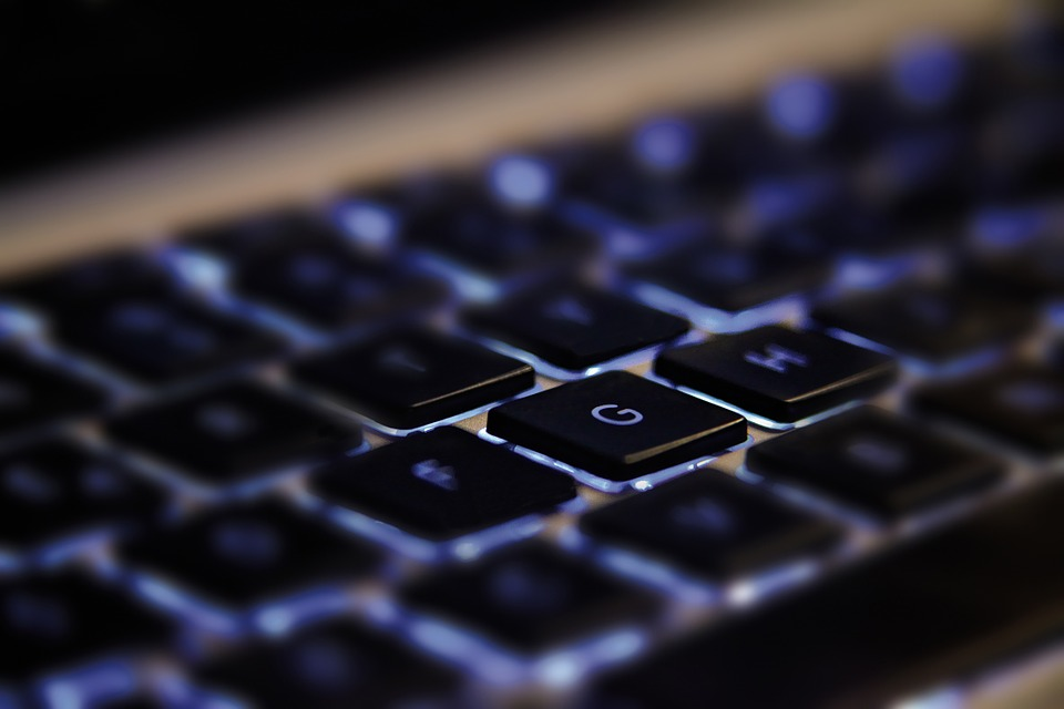 poza CurierulNational - tastatura laptop importanță (I2)