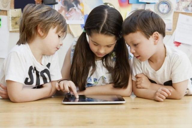 copii-scoala-tablete
