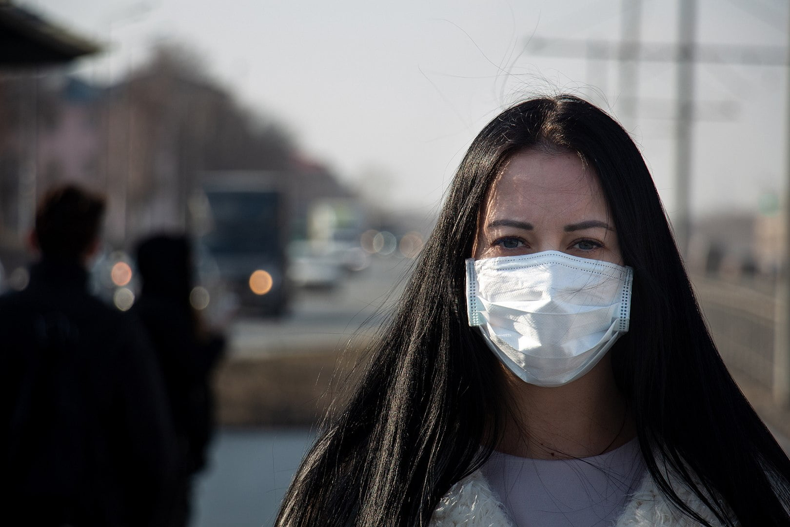 femeie cu masca